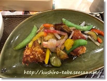 ガスト 若鶏と彩り野菜の黒酢あん